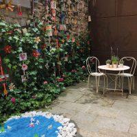 Exposició al pati del teatre municipal pel Temps de Flors