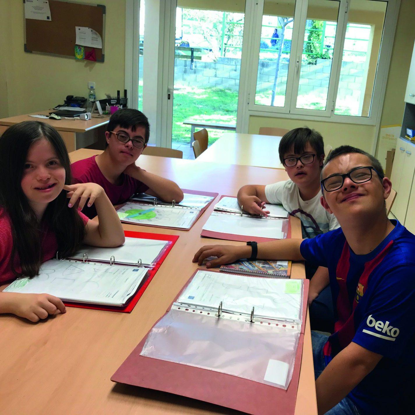 Programa de suport a família amb nens amb síndrome de down. Grup escolar.